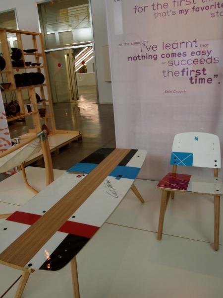 Mobiliario construido a partir de tablas de surf, del estudio DissHouse