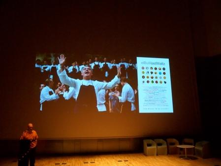 Una de las presentaciones cortas corrió a cargo de Ramón Sangüesa quien explicó en que consiste el proyecto HackingBullipedia